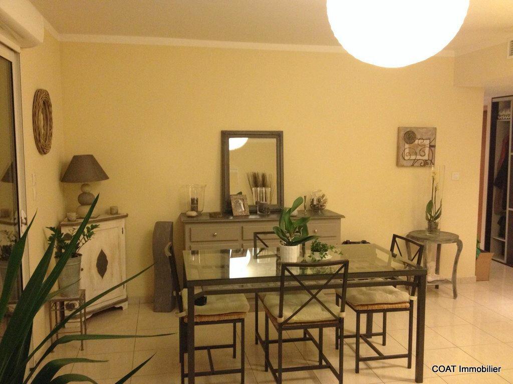Appartement à louer 3 61.6m2 à La Roquebrussanne vignette-4