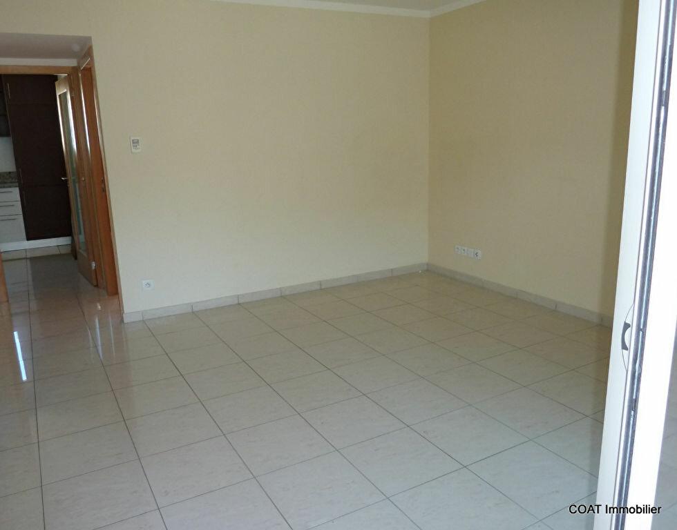 Appartement à louer 3 61.6m2 à La Roquebrussanne vignette-6