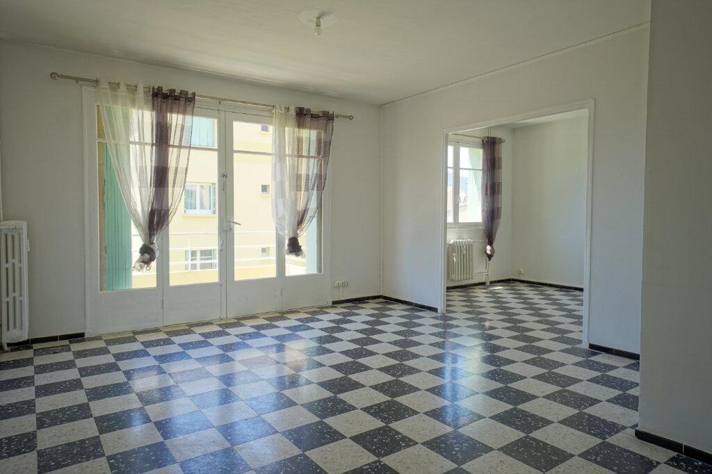 Appartement à louer 3 69.87m2 à La Crau vignette-2