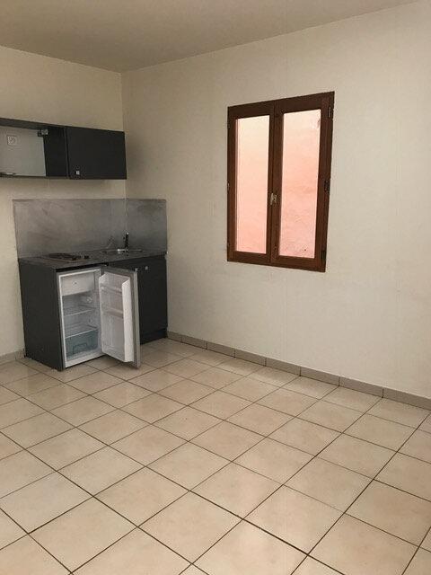 Appartement à louer 2 30m2 à Pignans vignette-1