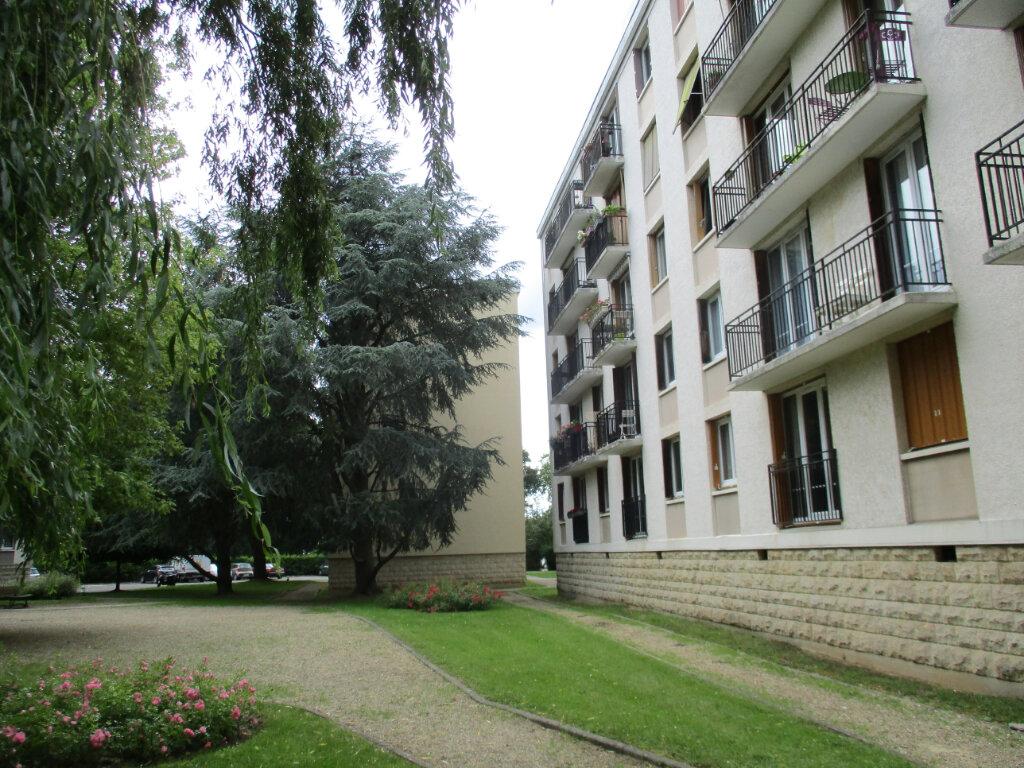 Appartement à louer 3 58.03m2 à Le Plessis-Trévise vignette-1