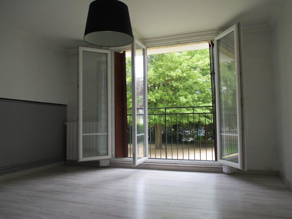 Appartement à louer 3 58.03m2 à Le Plessis-Trévise vignette-2