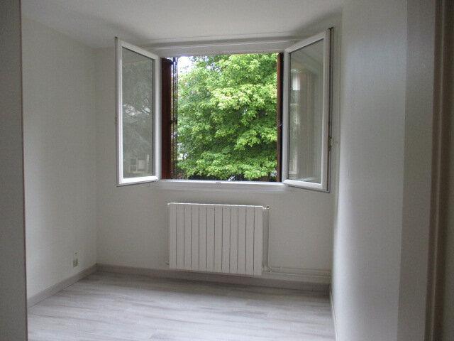Appartement à louer 3 58.03m2 à Le Plessis-Trévise vignette-4