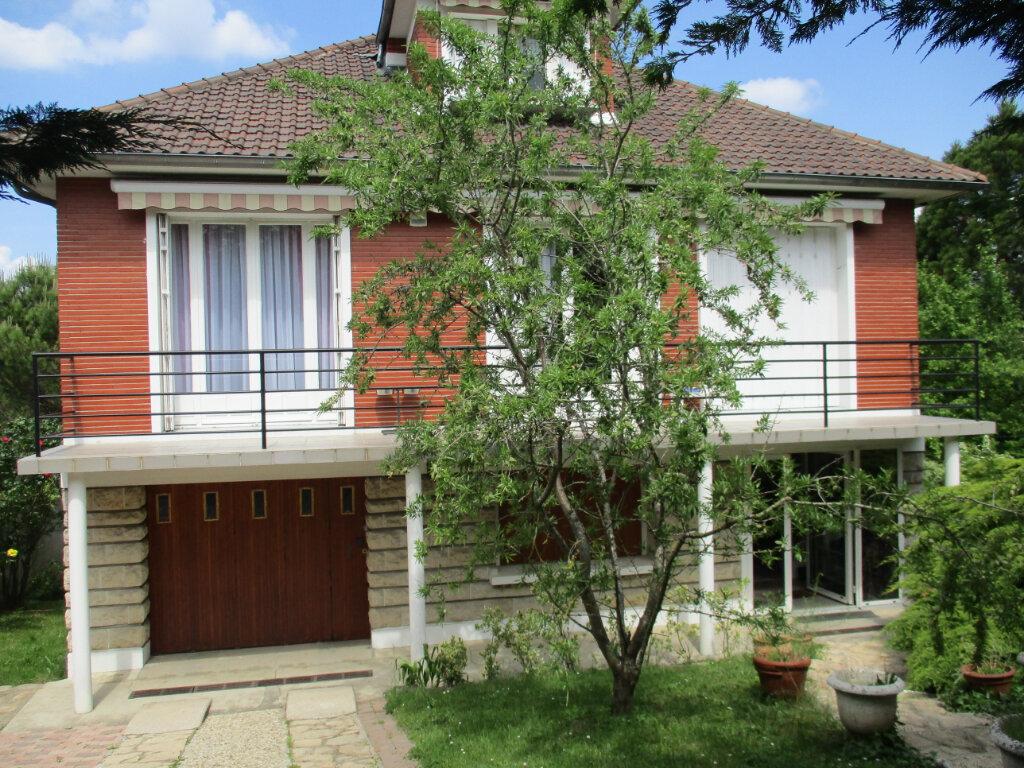 Maison à louer 5 175.74m2 à Bry-sur-Marne vignette-1