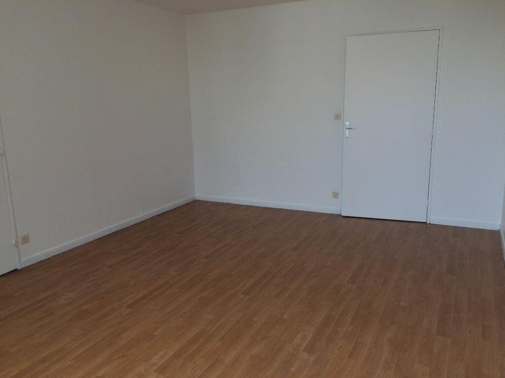 Appartement à louer 1 35m2 à Les Ulis vignette-3