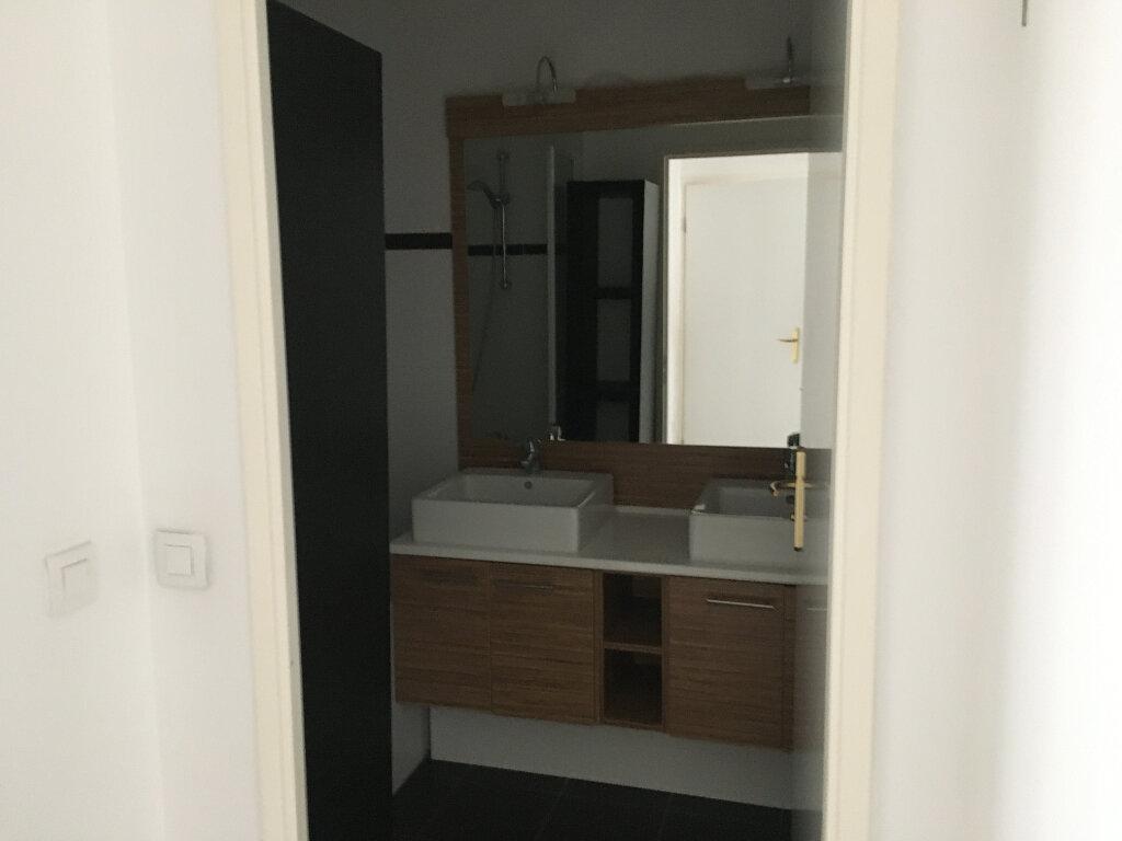 Appartement à louer 3 72.18m2 à Montrouge vignette-7