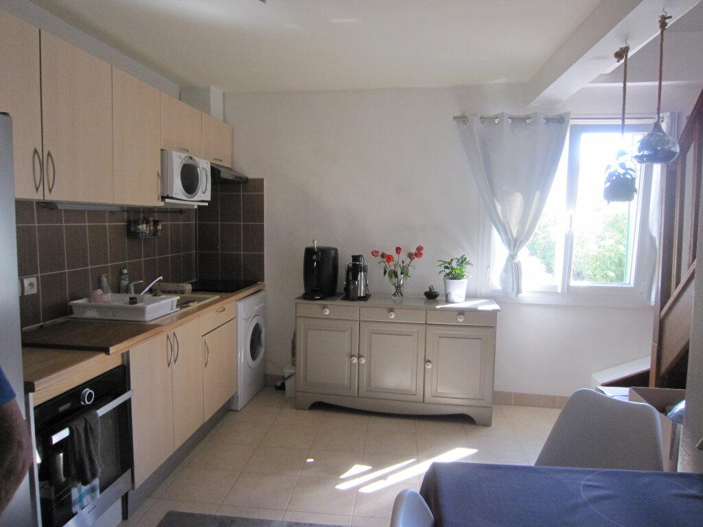 Appartement à louer 3 54.1m2 à Saint-Jean-de-Beauregard vignette-2