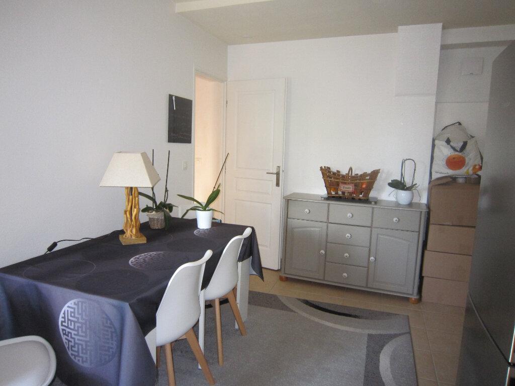 Appartement à louer 3 54.1m2 à Saint-Jean-de-Beauregard vignette-3