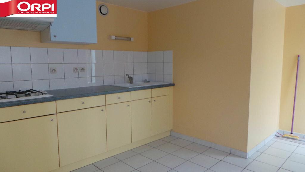 Appartement à louer 1 30m2 à Saint-Dié-des-Vosges vignette-1