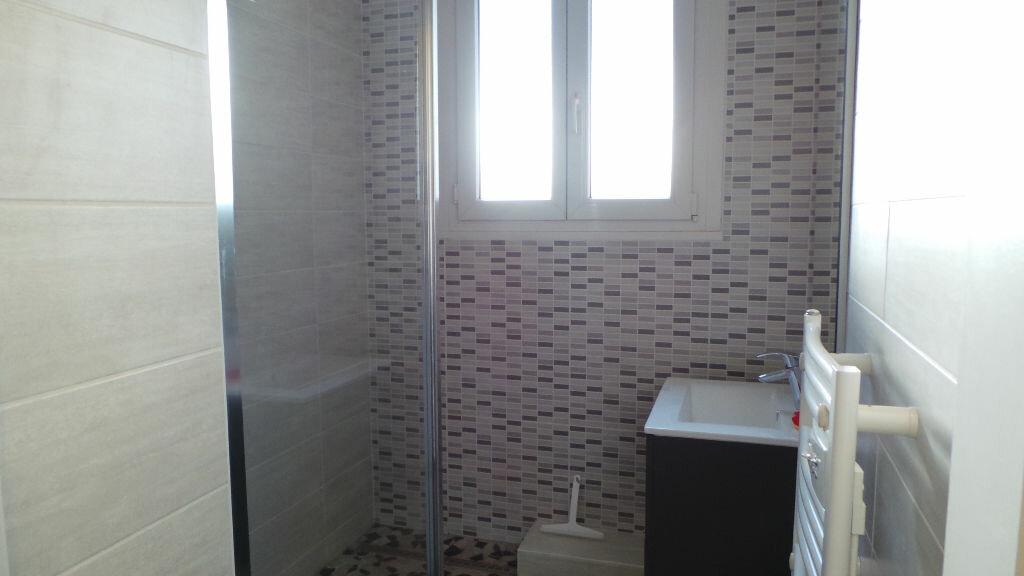 Appartement à louer 3 112m2 à Saint-Dié-des-Vosges vignette-6