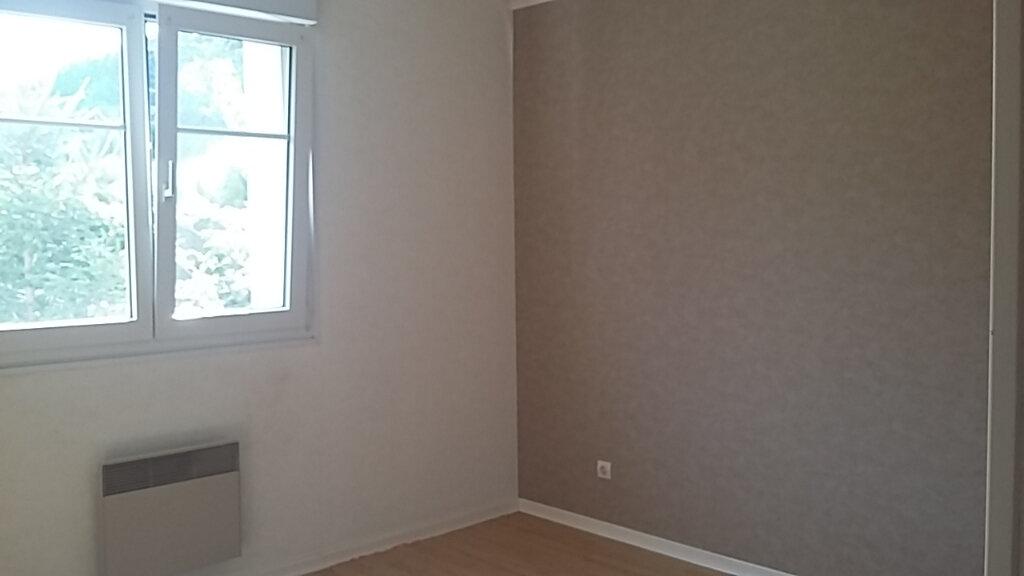 Appartement à louer 3 83m2 à Anould vignette-4