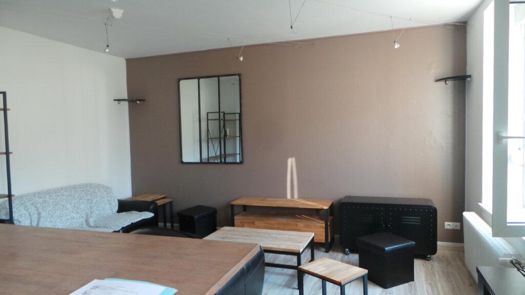 Appartement à louer 3 57m2 à Saint-Dié-des-Vosges vignette-2