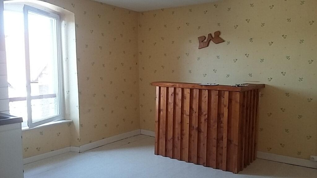 Appartement à louer 3 65m2 à Étival-Clairefontaine vignette-1