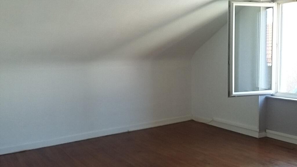 Appartement à louer 3 65m2 à Étival-Clairefontaine vignette-2