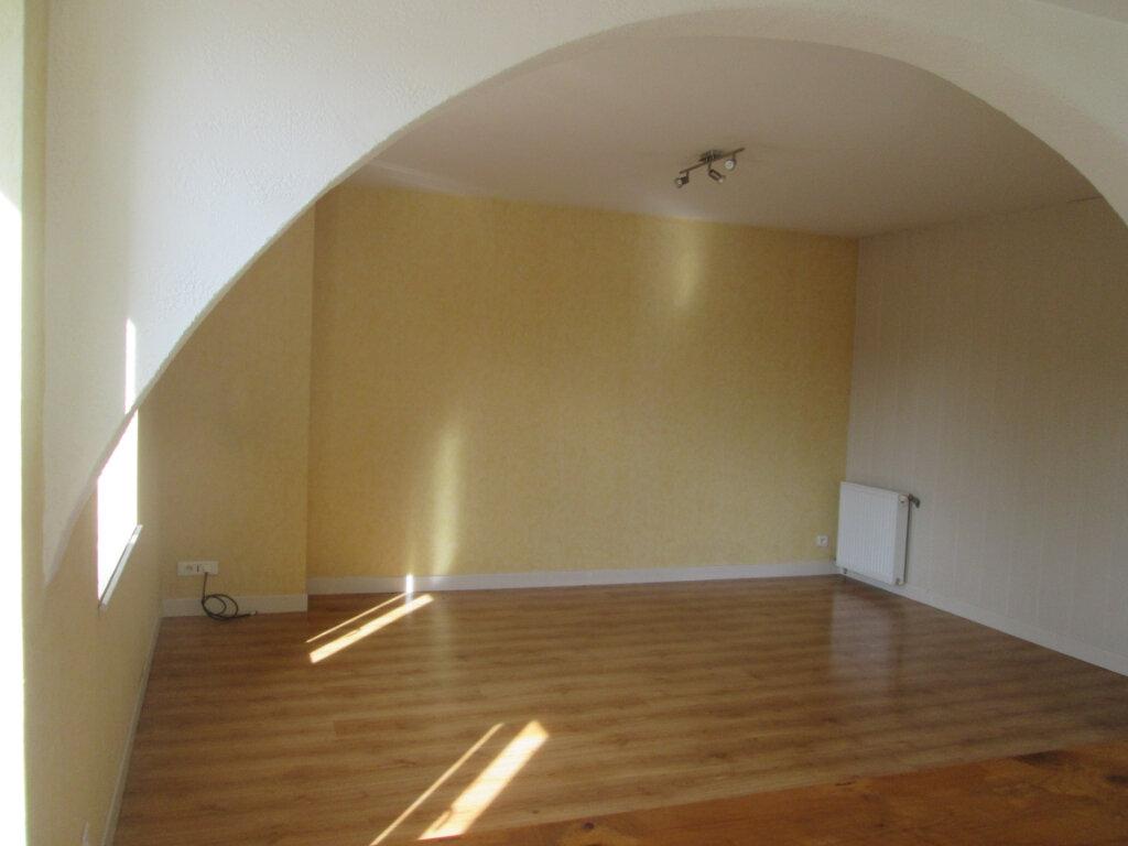 Appartement à louer 3 90m2 à Anould vignette-2