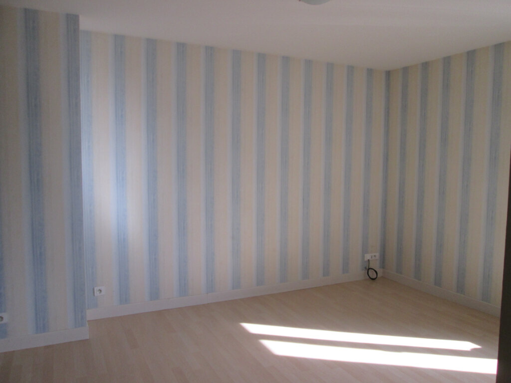 Appartement à louer 3 90m2 à Anould vignette-3