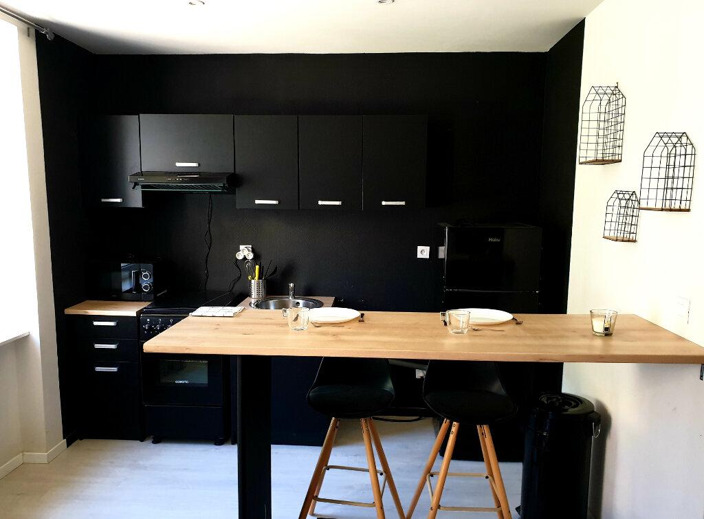 Appartement à louer 1 24m2 à Le Bonhomme vignette-1