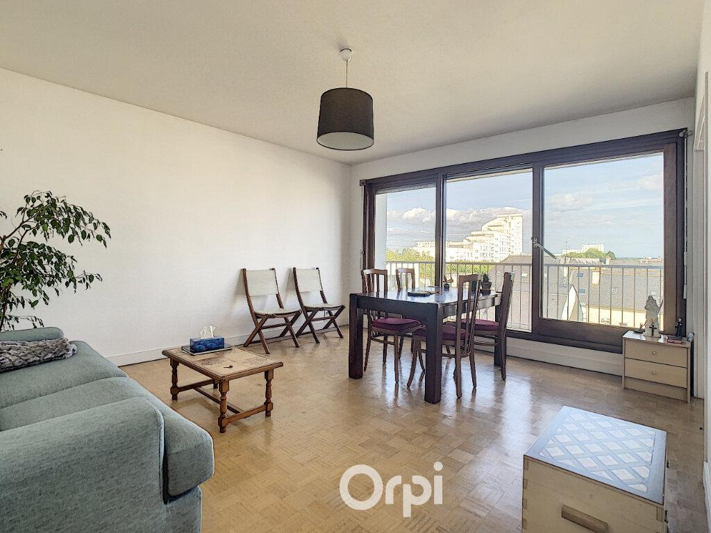 Appartement à louer 3 70.82m2 à Lorient vignette-1