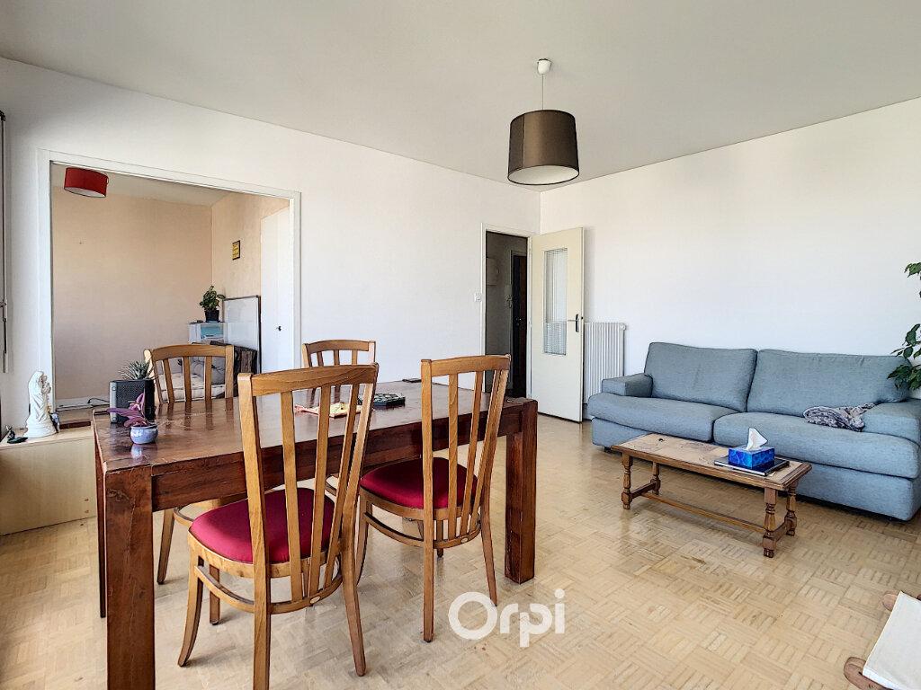 Appartement à louer 3 70.82m2 à Lorient vignette-6