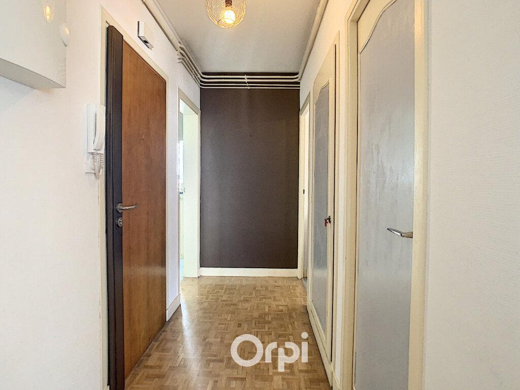Appartement à louer 3 70.82m2 à Lorient vignette-9