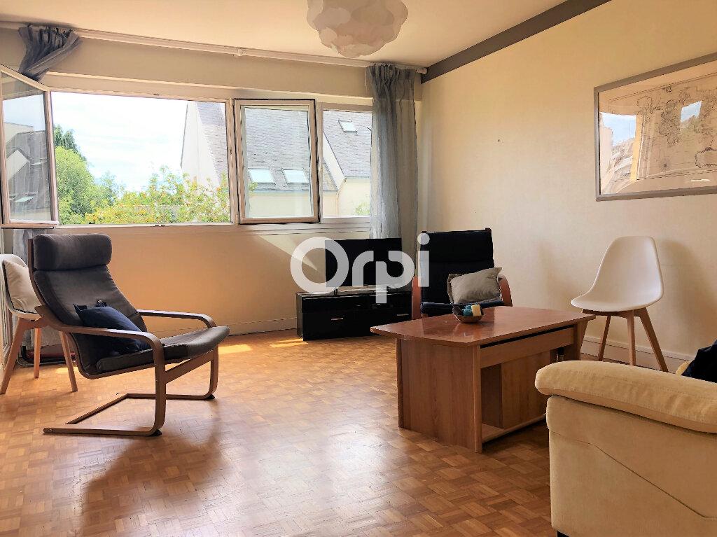 Appartement à louer 3 74.32m2 à Lorient vignette-2