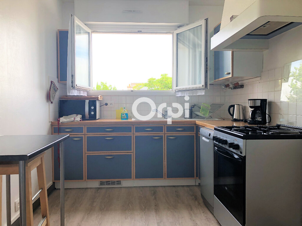 Appartement à louer 3 74.32m2 à Lorient vignette-3