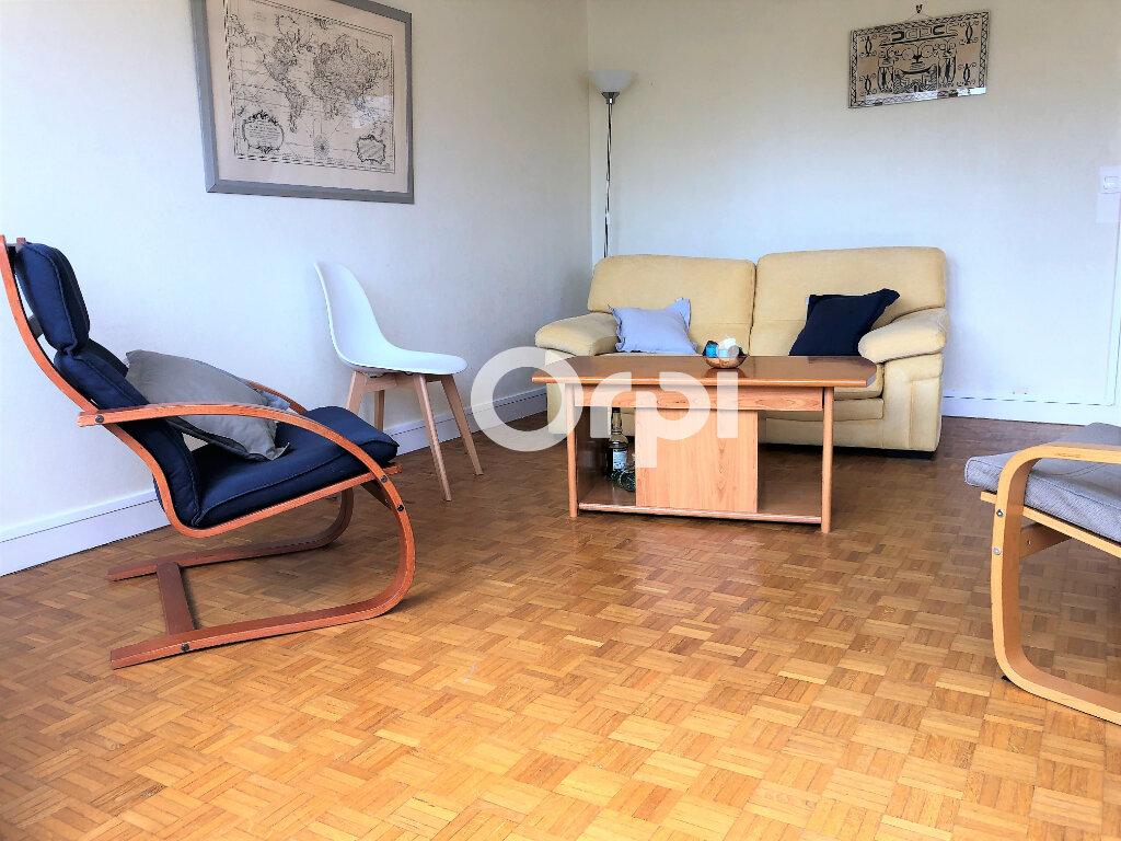 Appartement à louer 3 74.32m2 à Lorient vignette-4