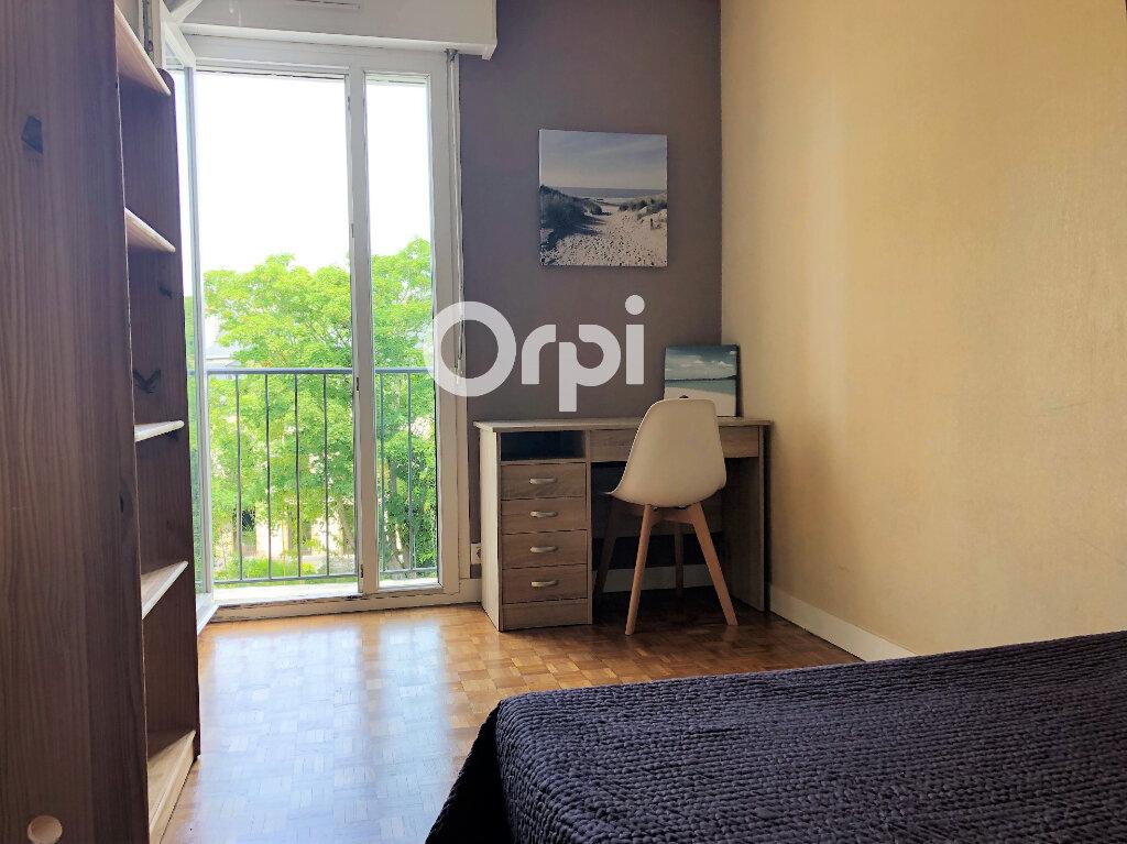 Appartement à louer 3 74.32m2 à Lorient vignette-5