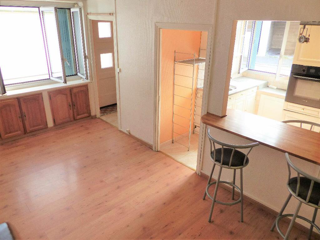 Appartement à louer 2 48m2 à Lorient vignette-1