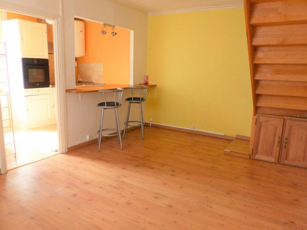 Appartement à louer 2 48m2 à Lorient vignette-2