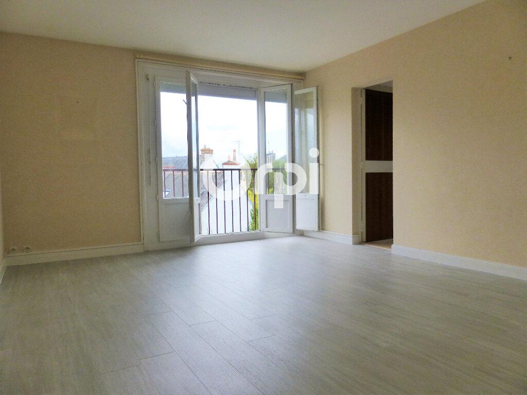 Appartement à louer 3 59.86m2 à Lorient vignette-1