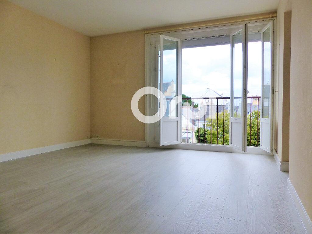 Appartement à louer 3 59.86m2 à Lorient vignette-2