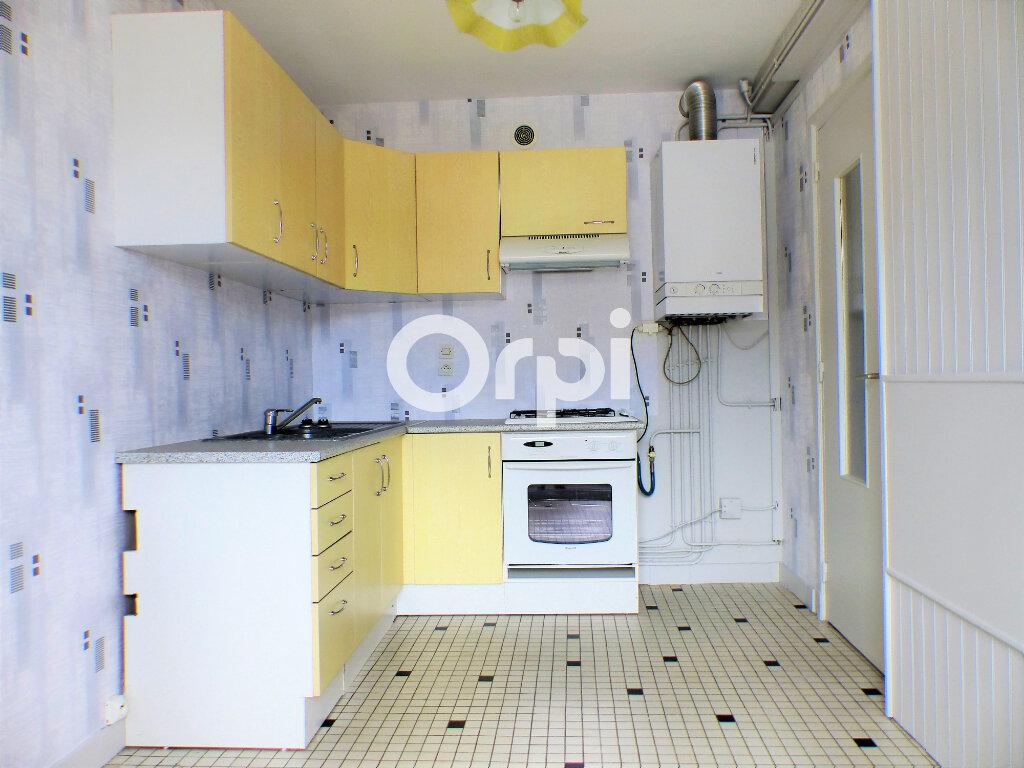 Appartement à louer 3 59.86m2 à Lorient vignette-3
