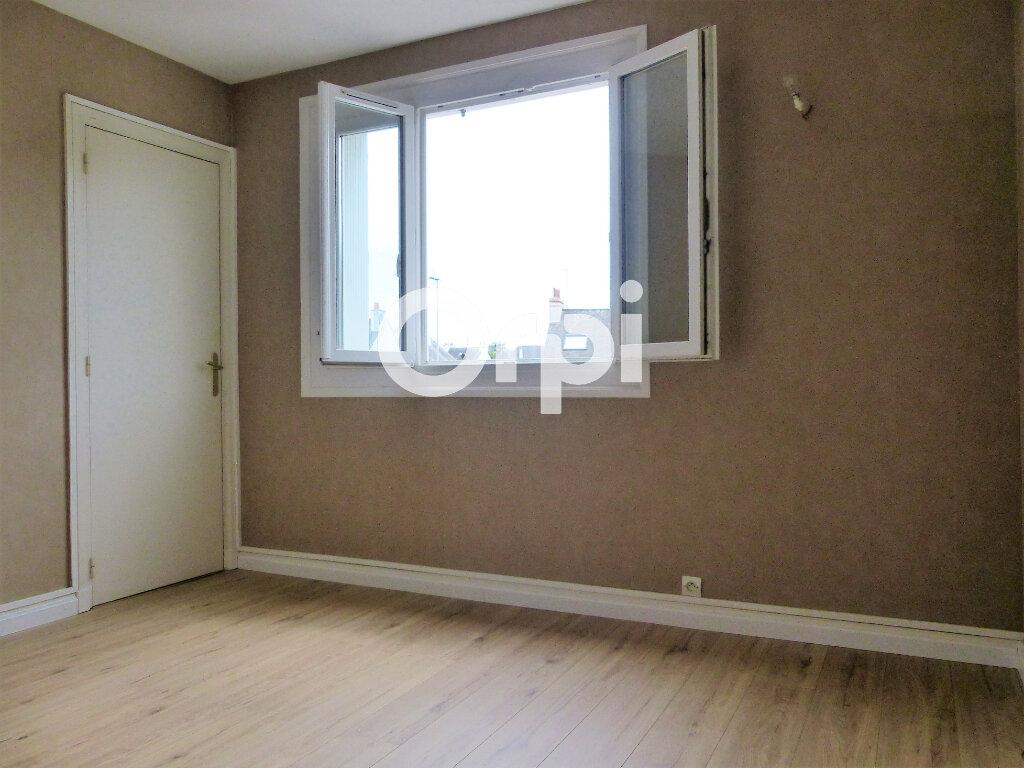 Appartement à louer 3 59.86m2 à Lorient vignette-5