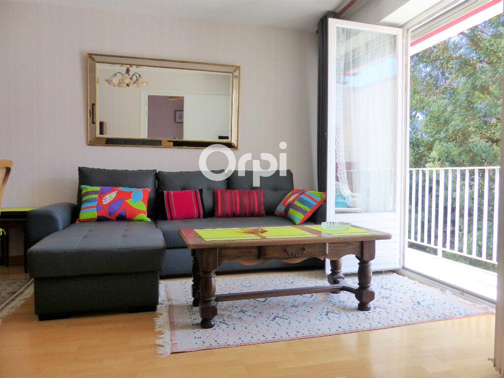 Appartement à louer 4 81.57m2 à Lorient vignette-2
