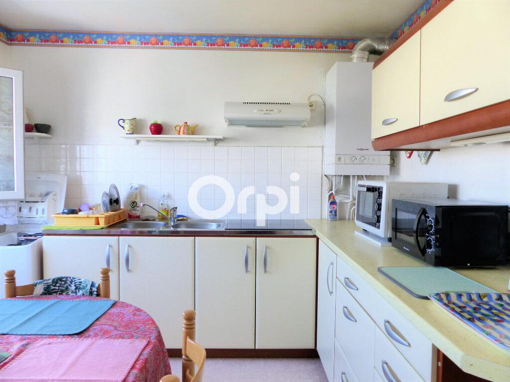 Appartement à louer 4 81.57m2 à Lorient vignette-4