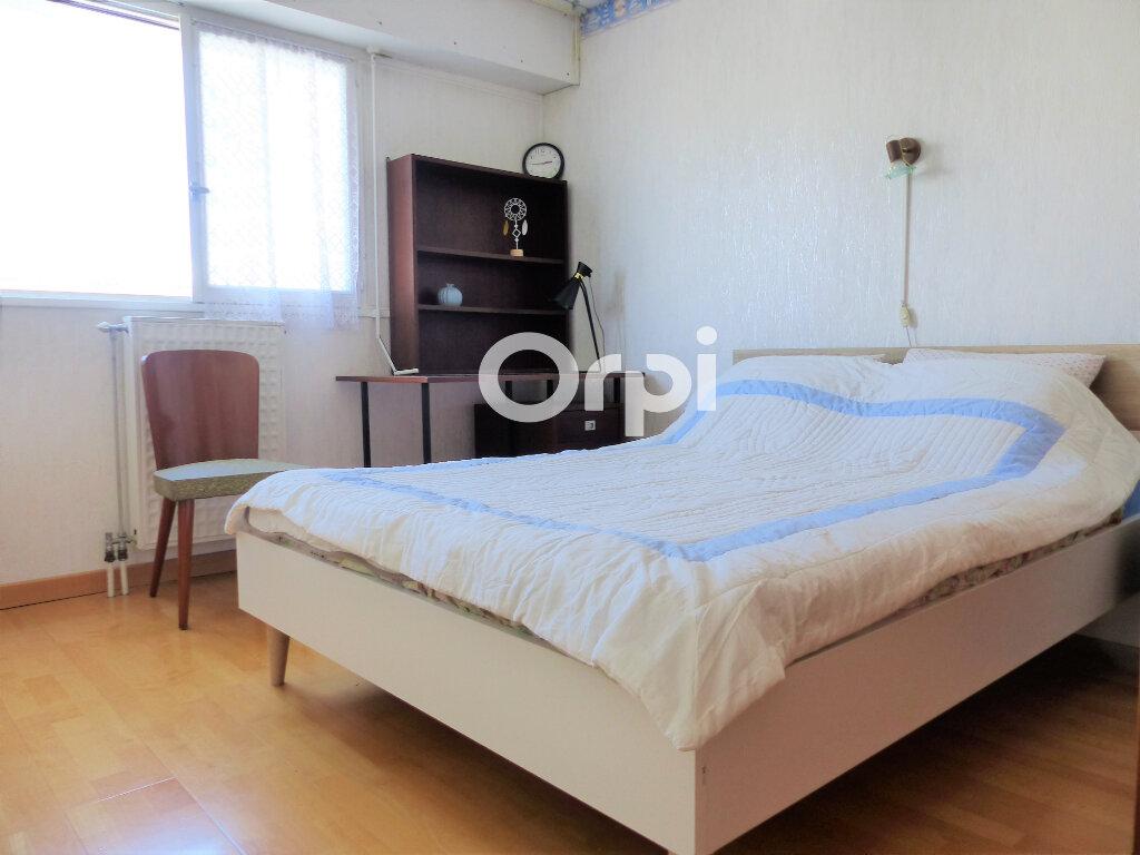 Appartement à louer 4 81.57m2 à Lorient vignette-6