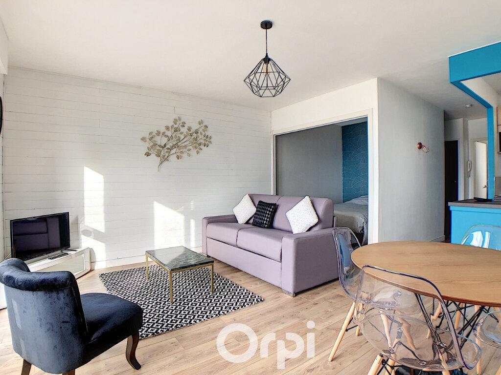 Appartement à louer 1 36m2 à Lorient vignette-1