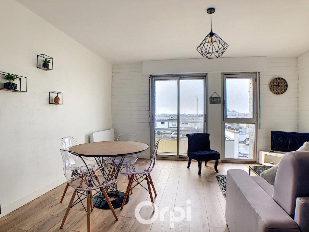 Appartement à louer 1 36m2 à Lorient vignette-2