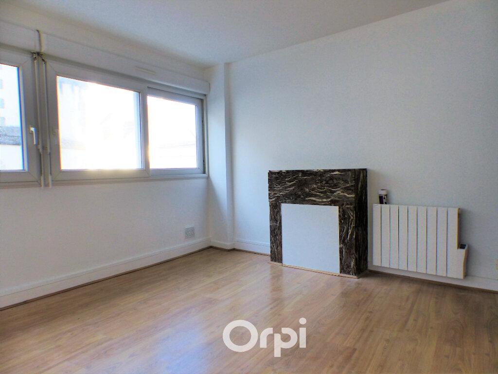 Appartement à louer 3 56m2 à Lorient vignette-3