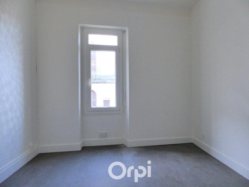 Appartement à louer 3 56m2 à Lorient vignette-4