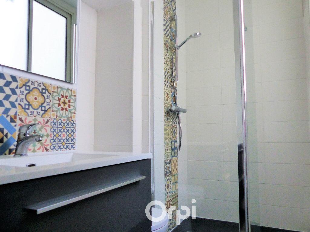 Appartement à louer 3 56m2 à Lorient vignette-5