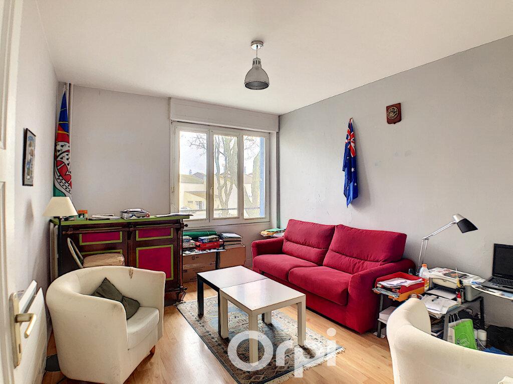 Appartement à louer 2 46m2 à Lorient vignette-1