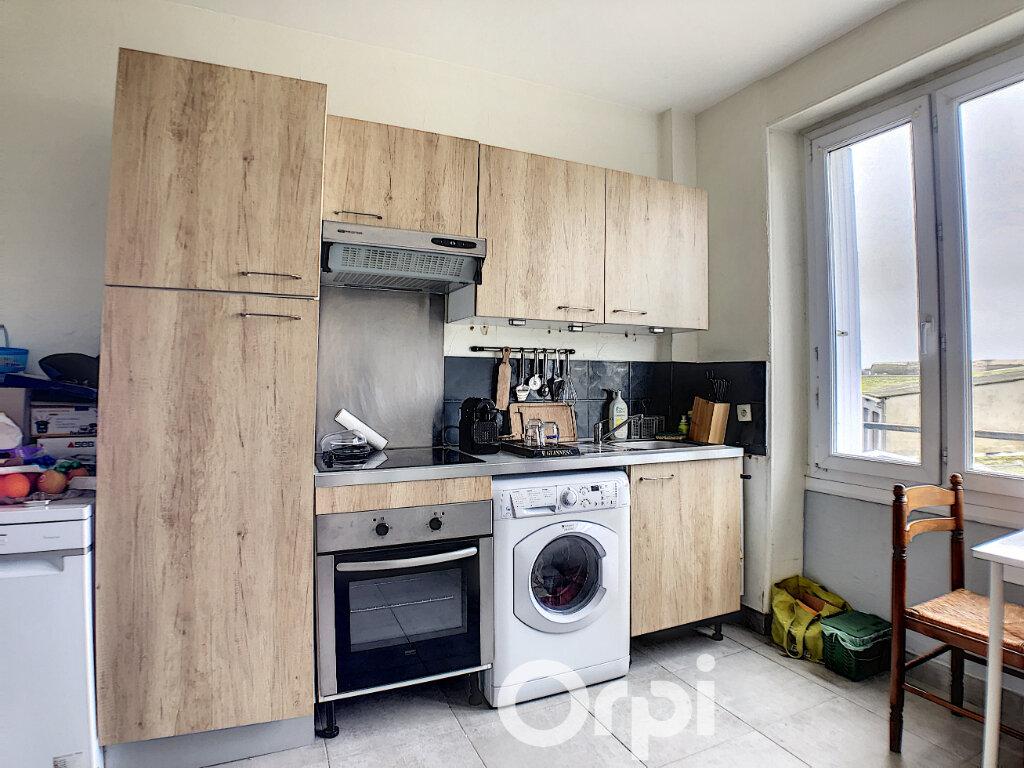 Appartement à louer 2 46m2 à Lorient vignette-2