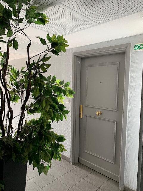 Appartement à louer 1 35m2 à Marseille 8 vignette-5