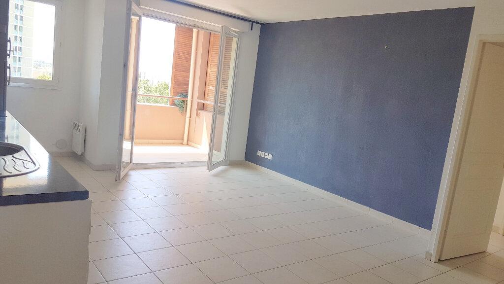 Appartement à louer 2 42.37m2 à Marseille 11 vignette-3