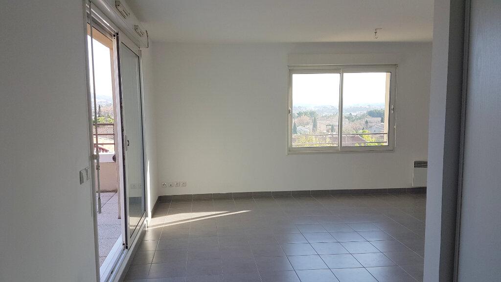 Appartement à louer 3 68m2 à Marseille 13 vignette-4