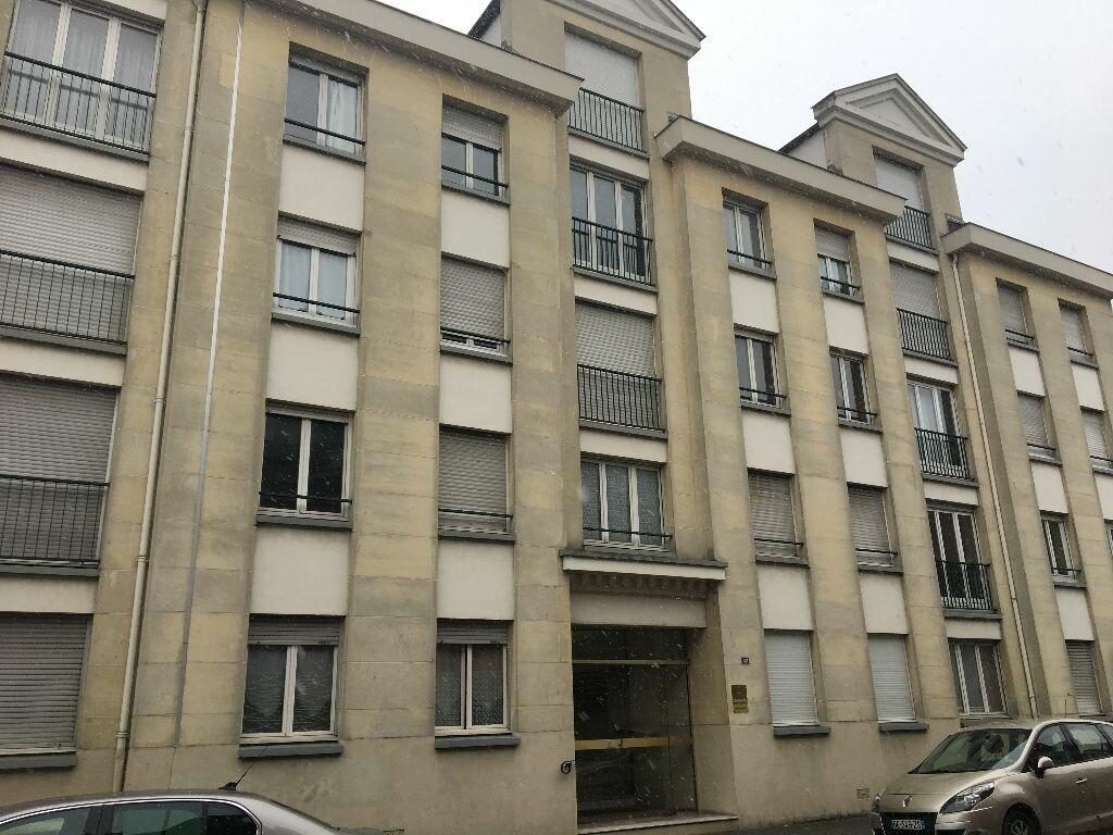 Appartement à louer 2 27.55m2 à Compiègne vignette-1