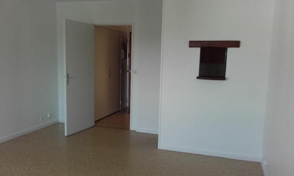 Appartement à louer 1 29.85m2 à Margny-lès-Compiègne vignette-3