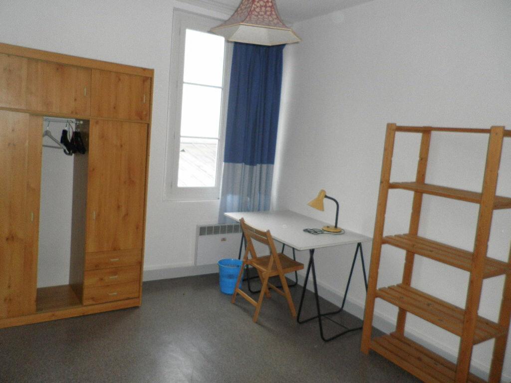 Appartement à louer 1 10.02m2 à Compiègne vignette-1